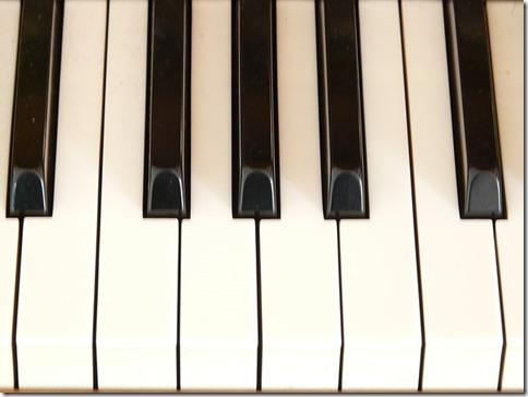 2014-02-08_piano-keys-7962_640