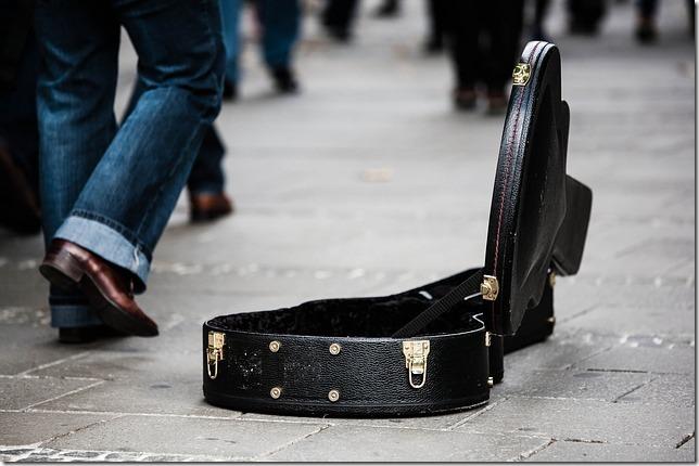 20160323_guitar-case-485112_640