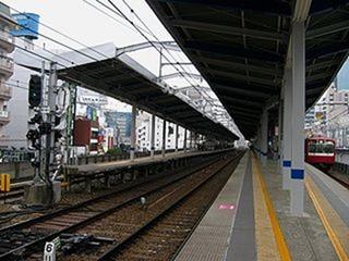 20160926_320px-Keikyū_Kawasaki_Station-platform